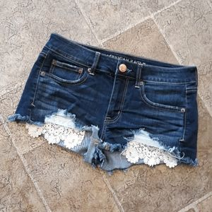 AEO women's size 6 shortie jean shorts